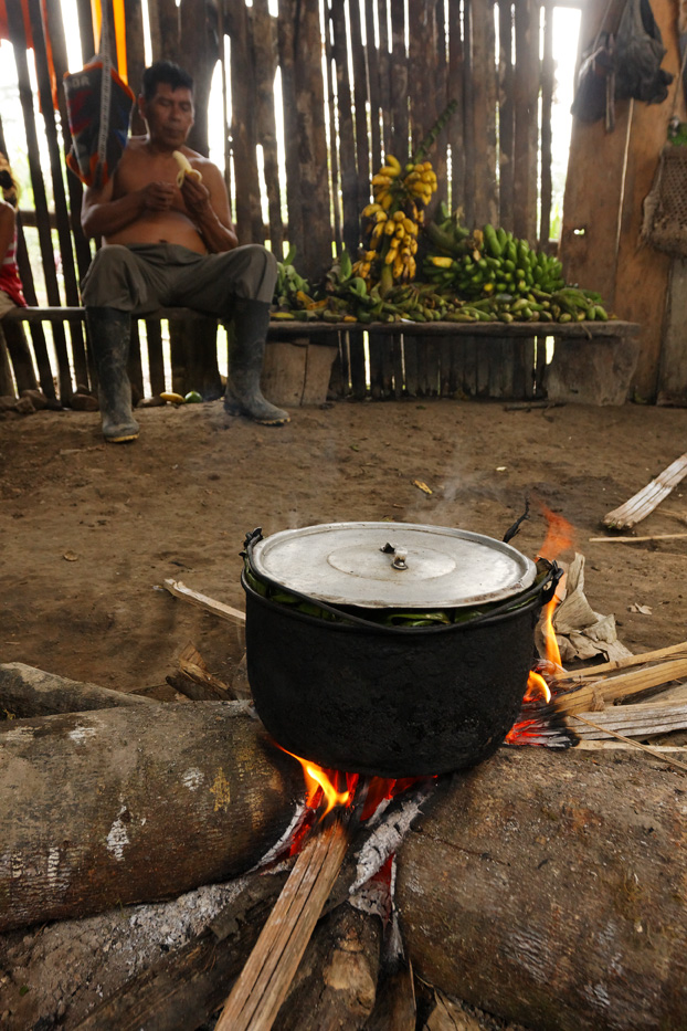 ecuador, macas, shuar, indian, village, amazon, jungle, oriente, hut, pot, lunch